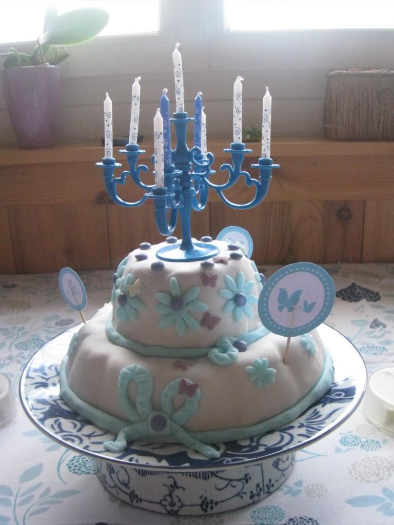 Gâteau à étages bleus