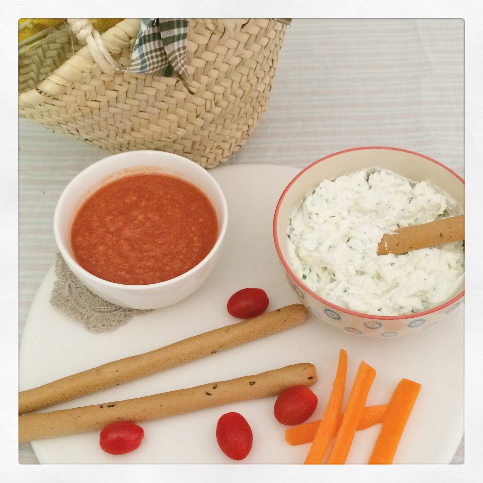 Un apéro frais pour l'été : gaspacho et tartinade au chèvre frais