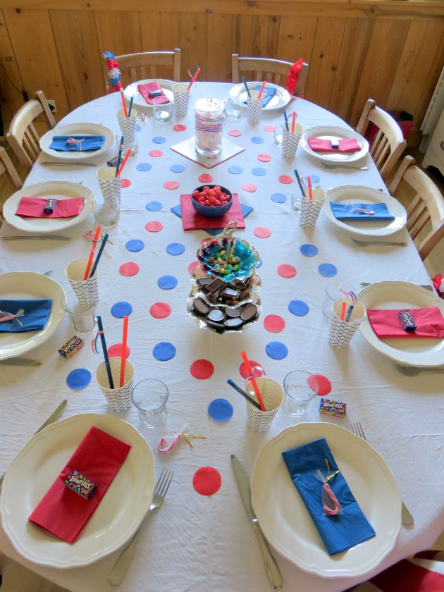 Table bleue et rouge