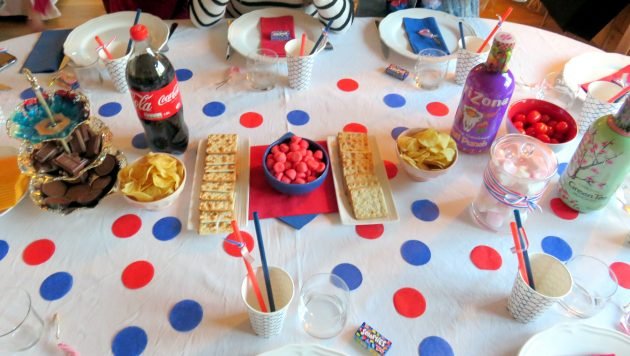 Table rouge et bleue